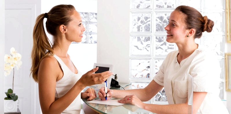 Frau beim Frauenarzt
