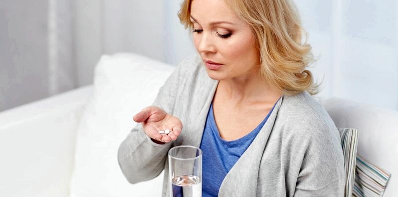 Zu Beginn der Durchfall-Behandlung werden bei der ersten Dosierung meist zwei Tabletten oder Kapseln mit dem Wirkstoff Loperamid eingenommen