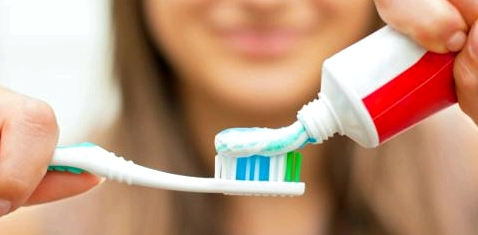 Mangelnde Mundhygiene verursacht Krankheiten