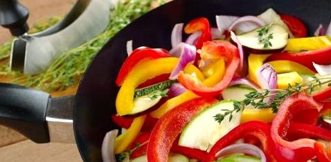 Eine Pfanne mit Gemüse