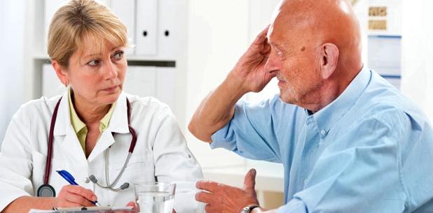 Ein ausführliches Gespräch liefert dem Arzt bei Muskelzuckung en wichtige Hinweise für die Diagnose