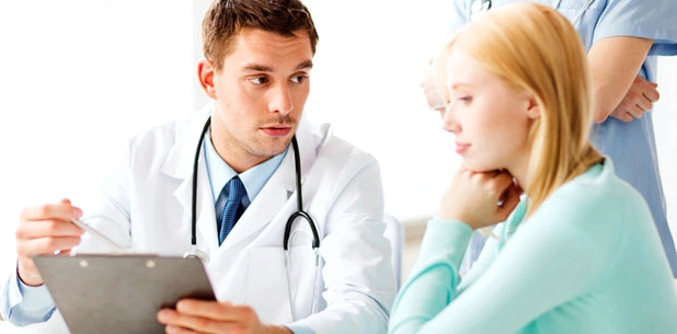 Zwischenblutungen vom Gynäkologen untersuchen lassen
