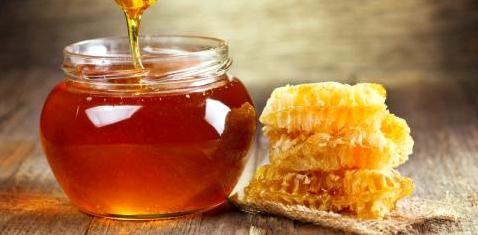 Ein Glas mit Honig