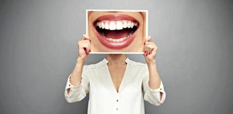 Harvard-Forschern gelang es im Laborversuch mithilfe eines speziellen Low-Power-Lasers, Stammzellen im Zahnmark so zu stimulieren, dass sich zerstörter Zahnschmelz regenerierte