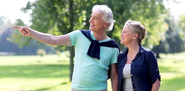 Älteres Paar gesunde Leber durch ausreichend Sport und Bewegung