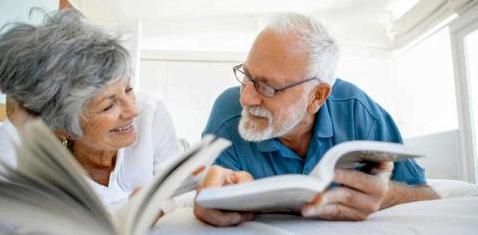 Älteres Paar beim Gedächtnistraining