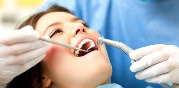 Mit regelmäßigen Kontrollen beim Zahnarzt beugen Sie Zahnschmerzen vor