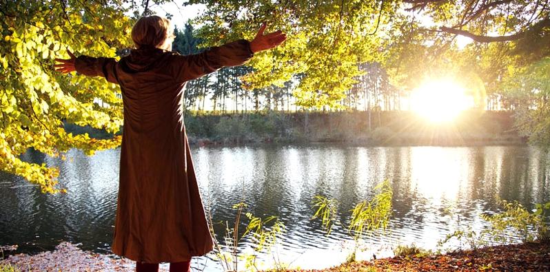 Frau im Wald
