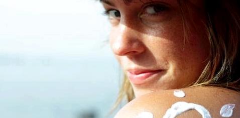 Bei Sonnenbrand helfen After-Sun-Gels