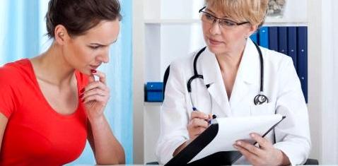 Ärztin und Patientin im Gespräch