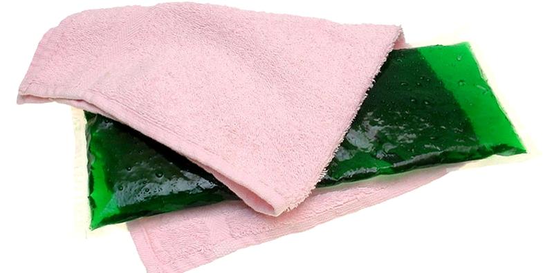 Kühlpack mit Handtuch einwickeln, nicht direkt auf die Verletzung