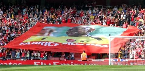 Nach seinem tragischen Unglück zollten die Fans Muamba Respekt