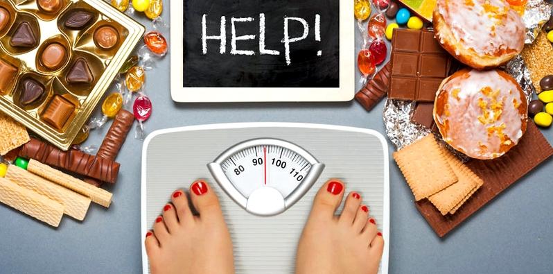 Übergewichtige Frau auf der Waage