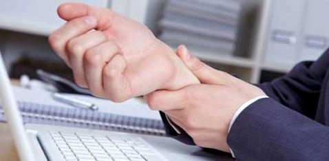 Schmerzen im Handgelenk durch eingeklemmten Nerv
