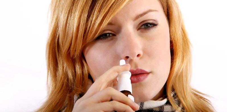 Nasensprays mit dem Wirkstoff Dexpanthenol pflegen und befeuchten die gereizten Nasenschleimhäute