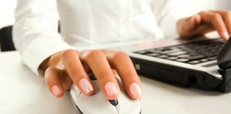 Im Internet können Tourette-Erkrankte mit anderen Erfahrung austauschen