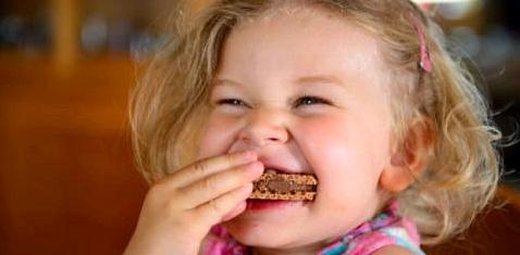 Kinder lieben Süßigkeiten