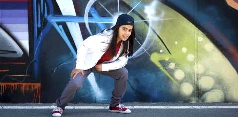 Mädchen tanzt Hip Hop