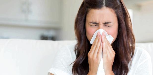 Eine Nasennebenhöhlenentzündung beginnt meist mit einem Schnupfen