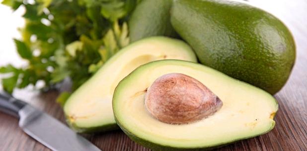 Eine Avocado deckt fast den gesamten Tagesbedarf an Vitamin B6