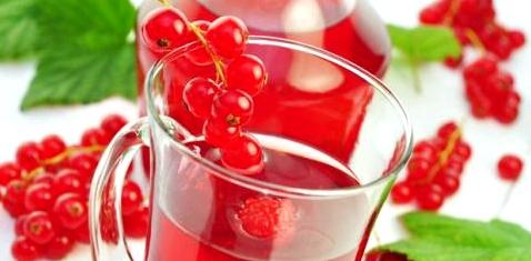 Früchtetee hilft gegen Mundtrockenheit
