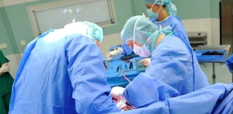 Ärzte bei einer Operation