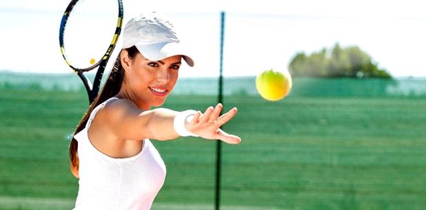 Tennis spielen kann zu einer ausgekugelten Schulter führen