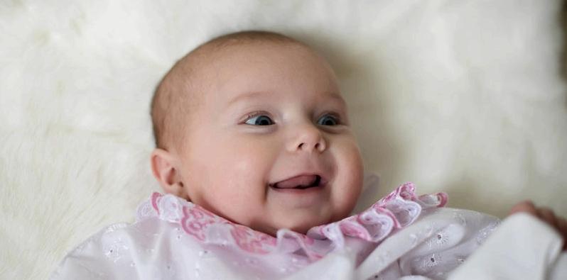 Baby bekommt Schädelasymetrie durch Lieblingsseite im Liegen