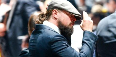 Auch Leonardo DiCaprio hat einen Männerdutt getragen