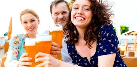 Gemäßigter Bierkonsum kann Frauen vor Herzinfarkt schützen