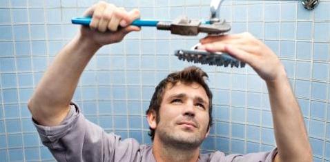 Wer mit dem Duschen aufhört, muss zuerst eine unangenehme Phase überbrücken - dann passt sich der Körper an