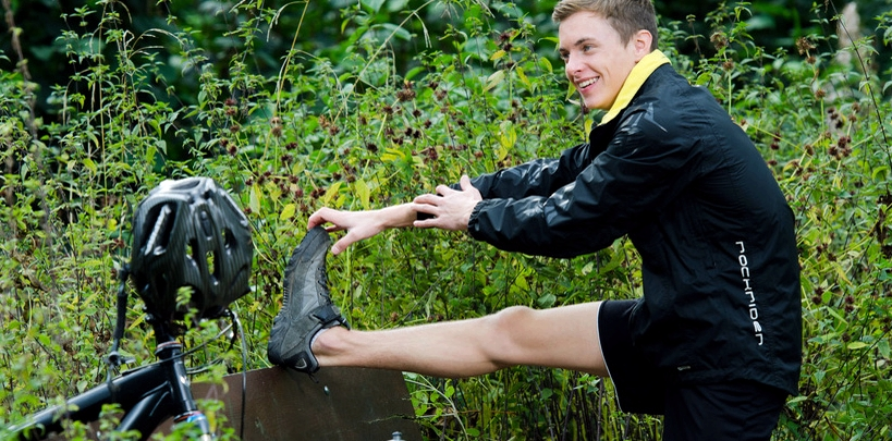 Dehnung vor Sport wichtig, um Wadenkrämpfen vorzubeugen